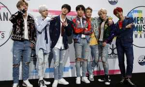 BTS di AMAs 2017, Minggu (19/11/2017). (JIBI/Reuters/Danny Moloshok)