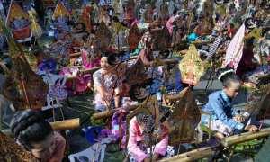 1.000 dalang cilik bersiap memainkan wayang dalam perhelatan Jogja International Heritage Festival di sepabjang jalan Margoutomo, Jogja, Minggu (5/11/2017). (Harian Jogja/Desi Suryanto)