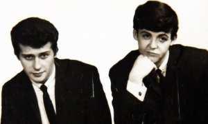 Dua pendiri The Beatles, Pete Best dan Paul Mc Cartney. (710keel.com)