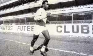 Edison Arantes do Nascimento alias Pele kala masih membela Santos. (Dailymail.co.uk)