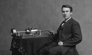 Ilustrasi Thomas Alfa Edison memamerkan mesin phonograph (Wikipedia)