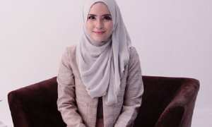 Ilustrasi tampilan formal mengenakan jilbab sifon (Pinterest)