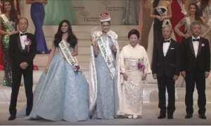 Kevin Liliana (tengah) bersama Miss International Organization (Instagram @officialputeriindonesia)