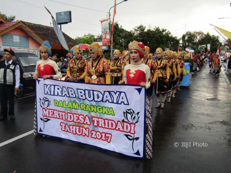 Kirab Budaya Merti Desa Tridadi 2017. (Harian Jogja/Abdul Hamid Razak)