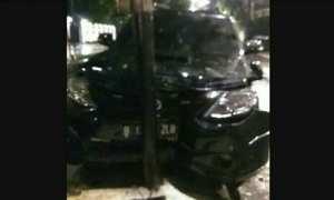 Mobil yang ditunggangi Setnov saat kecelakaan (Facebook)