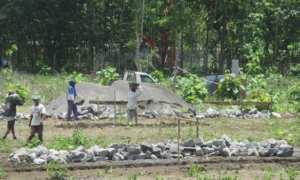 Sejumlah pekerja mulai mengerjakan pembangunan gedung Lembaga Pembinaan Khusus Anak (LPKA) Kelas IIB Wonosari, Kecamatan Wonosari. Selasa (31/10/2017) (Irwan A. Syambudi/JIBI/Harian Jogja)