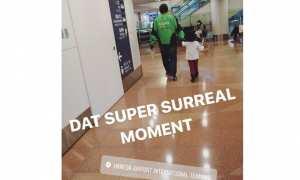 Pria berjaket Gojek di Bandara Haneda, Jepang (Twitter)