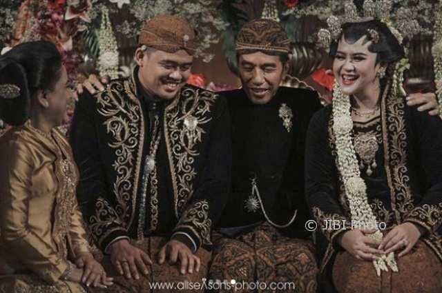 Prosesi timbangan yang dijalani Bobby Nasution dan Kahiyang Ayu (Instagram @bobbynst)