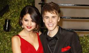 Selana Gomez dan Justin Bieber (Hollywoodlife.com)