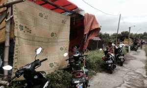 Warga Gadingan, Kecamatan Mojolaban, Sukoharjo, mengungsi di tanggul, Rabu (29/11/2017). (Sunaryo Haryo Bayu/JIBI/Solopos)