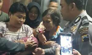 Seorang relawan yang melahirkan bayi yang diber nama Jokowi. (Istimewa)