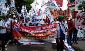 Demo buruh di Semarang.