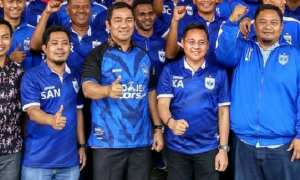 Wali Kota Semarang Hendrar Prihadi (tengah) bersama perwakilan dari PSIS Semarang. (Instagram-@psisfcofficial)
