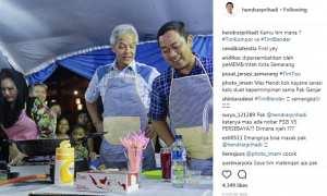 Wali Kota Semarang Hendrar Prihadi (kanan) memasak bersama Gubernur Jateng Ganjar Pranowo (tengah) dan Bupati Kendal Mirna Annisa (kiri) di kompleks Kelenteng Sam Po Kong, Kota Semarang, Jateng, Minggu (12/11/2017). (Instagram-@hendrarprihadi)