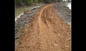 Kondisi jalan di Tambak Gojoyo, Kecamatan Wedung, Kabupaten Demak, Jateng. (Facebook.com-?Sipuett Balapstt)