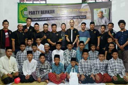 Honda City Jogjakarta (HCJ) menyelenggarakan kegiatan bakti sosial di Yayasan Yatim Piatu Mabarrot Piyungan, Bantul. (Foto istimewa/dokumen)