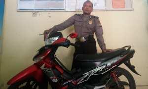 Polisi menunjukan barang bukti sepeda motor yang dilarikan oleh pelaku, Rabu (22/11/2017). (Harian Jogja/ Herlambang Jati Kusumo)