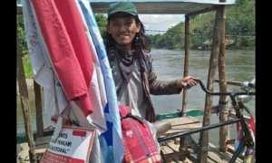 Nicolas Abidin, pria yang bersepeda Kendal-Surabaya. (Facebook.com-Mbah Rimba)