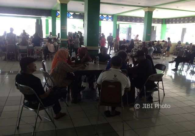 Relawan Projo, Senin (6/11/2017) pagi,mulai berdatangan di Asrama Haji Donohudan di Ngemplak Boyolali. Mereka akan menghadiri pernikahan putri Presiden Jokowi. (Sunaryo Haryo Bayu/JIBI/Solopos)