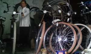 Sepeda ontel tua dijual di Pasar Jongke Solo, Kamis (16/11/2017). (Bayu Jatmiko Adi/JIiBI/Koran Solo)