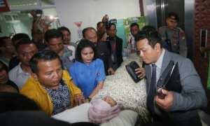 Ketua DPR Setya Novanto dibawa keluar dari Rumah Sakit Medika Permata Hijau, Jakarta, dan dibawa ke RSCM untuk tindakan medis lebih lanjut, Jumat 917/11/2017). (JIBI/Solopos/Antara/Wibowo Armando)