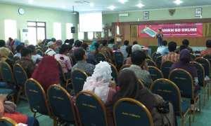 Ratusan pelaku Usaha Mikro Kecil Menengah (UMKM) menghadiri acara Gerakan Nasional UMKM Go Online di Gedung Kaca, Wates, Kulonprogo, Jumat (17/11/2017). (Rima Sekarani I.N./JIBI/Harian Jogja)