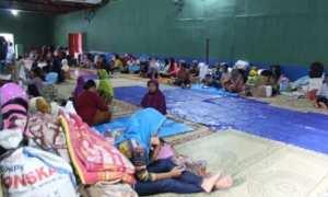 Kondisi pengungsian warga terdampak longsor di Balai Desa Dlepih, Tirtomoyo, Wonogiri, Minggu (10/12/2017). (Ahmad Wakid/JIBI/Solopos)