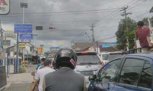 Alat Pemberi Isyarat Lalu Lintas (APILL) mulai diberlakukan di persimpangan Pasar Setan, Maguwoharjo, Depok, Sleman, Senin (11/12/2017). (Harian Jogja/Sekar Langit Nariswari)