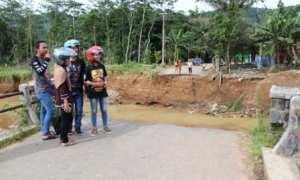 Salah satu jembatan di Wonogiri yang rusak akibat bencana beberapa waktu lalu. (Ahmad Wakid/JIBI/Solopos)