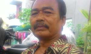 Sugiman, warga sekitar Kali Pepe yang mengoperasikan perahu wisata. (Irawan Sapto Adi/JIBI/Solopos)