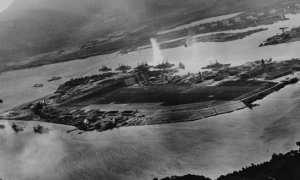 Foto dokumentasi Serangan Pearl Harbour, 1941. (Wikimedia.org)