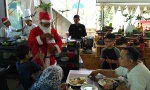 Sinterklas hadir di Hotel Dafam Fortuna Malioboro Yogyakarta. (IST/Dok Hotel)