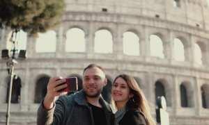 Ilustrasi mengabadikan foto dengan smartphone (Shutterstock)