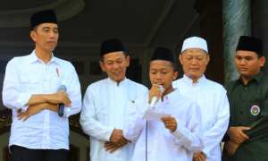 Ibnu Labib, santri Ponpes Tremas, Arjosari, Pacitan, membacakan puisi untuk Presiden Jokowi , Sabtu (9/12/2017). (Abdul Jalil/JIBI/Madiunpos.com)