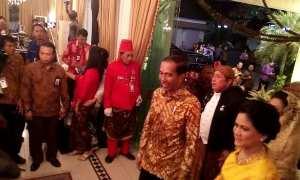 Presiden Jokowi dan Ibu Negara Ny Iriana Jokowi menghadiri perayaan 50 Tahun Danar Hadi di Dalem Wuryaningratan Solo, Sabtu (9/12/2017) malam. (JIBI/SoloposFM/Noer Atmaja)