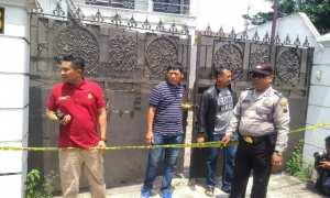 Polisi Polresta Surakarta menggerebek rumah diduga pabril pil PCC di Cinderejo Lor, Gilingan, Banjarsari, Solo, Minggu (3/12/2017) pagi. (M Ismail/JIBI/Solopos)