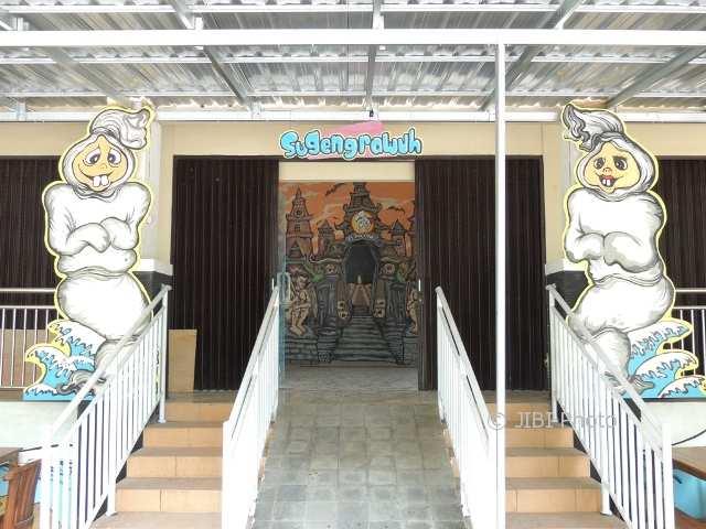 Outlet Pemasaran Produk Olahan Hasil Perikanan bernama Es Poconk di Balekambang. (Shoqib Angriawan/JIBI/Solopos)