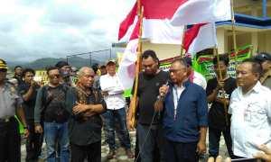 Komunitas warga Kulonprogo, yang tergabung dalam Gerbang Bintang Selatan sedang menyatakan dukungan terhadap pembangunan New Yogyakarta International Airport, di halaman bekas kantor PT Pembangunan Perumahan, Senin (11/12/2017).(Uli Febriarni/JIBI/Harian Jogja)