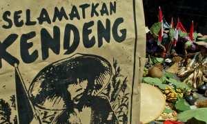Warga yang tergabung dalam Jaringan Masyarakat Peduli Pegunungan Kendeng (JMPPK) menggelar aksi Kenduri Lingkungan Solidaritas Kendeng Lestari, di Kota Semarang, Jateng, Selasa (5/12/2017). (JIBI/Solopos/Antara/R. Rekotomo)