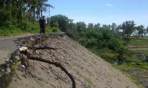 Kondisi salah satu titik penambangan liar di RT 01 Dusun Karanganyar, Desa Murtigading, Kecamatan Sanden yang telah rusak dan ditinggalkan penambang, Rabu (6/12/2017). (Rheisnayu Cyntara/JIBI/Harian Jogja)