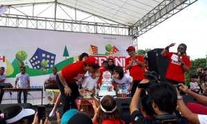 HUT Ke-12 Indaco Warna Dunia di Alun-Alun Karanganyar, Minggu (10/12/2017), dirayakan berbagai kegiatan. (Sri Sumi H/JIBI/Solopos)