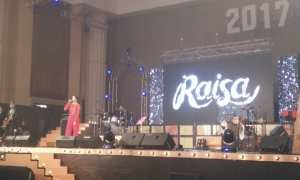 Penyanyi Raisa tampil menghibur penonton menjelang perayaan Tahun Baru di Hotel Tentrem, Minggu (31/12/2017). (Harian Jogja/Bernadheta Dian Saraswati)