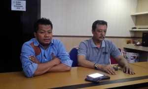 K.G.P.H. Benowo (kanan) dan Kasatreskrim Polresta Solo Kompol Agus Puryadi (kiri) memberikan keterangan kepada wartawan terkait penangguhan penahanan di Mapolresta Solo, Selasa (12/12/2017). (Muhammad Ismail/JIBI/Solopos)