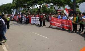 Suasana demonstrasi terkait transportasi online di depan Kantor Gubernur Jateng, Jl. Pahlawan, Kota Semarang, Jateng, Senin (4/12/2017) pagi. (Twitter-@kominfojtg)