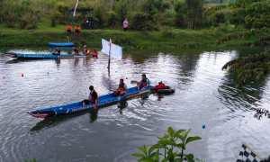 Sejumlah peserta bersiap untuk melakukan lomba kayak tradisional di Desa Wisata Klayar, Kedungpoh, Kecamatan Nglipar, Minggu (10/12/2017). (IST/Dinas Pariwisata Gunungkidul)