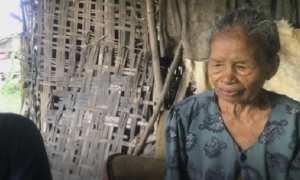 Mbah Sumarmi, wanita renta asal Dusun Mlakas RT 006/RW 002, Desa Lemah Putih, Kecamatan Brati, Kabupaten Grobogan, Jateng. (Instagram-@cakbudi_)