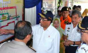 Menhub Budi Karya Sumadi memastikan kelancaran arus balik liburan Hari Natal 2017 dan Tahun Baru 2018 di Kota Pekalongan, Jateng, Minggu (31/12/2017). (JIBI/Solopos/Antara/Kutnadi)