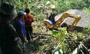 Alat berat diturunkan dalam proses penanganan kebencanaan wilayah Prambanan, Selasa (5/12/2017). (Foto istimewa/trcbpbdsleman)