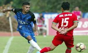 Rifal Lastori (kiri) kala membela PSIS Semarang melawan Persibat Batang di Stadion Moch Soebroto, Magelang, Jateng, Rabu (11/10/2017). (Instagram-@psisfcofficial)