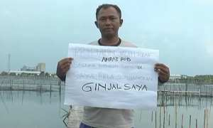 Suharno yang berniat menjual ginjal demi membangun tanggul penahan rob di Sayung, Demak, Jateng. (Okezone.com)